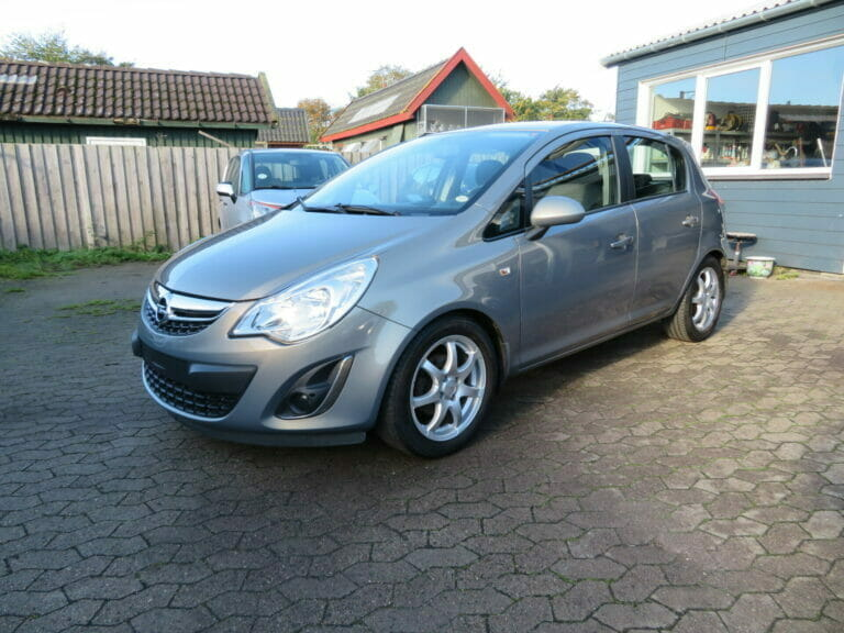 Opel Corsa 1,4 16V Cosmo 5d